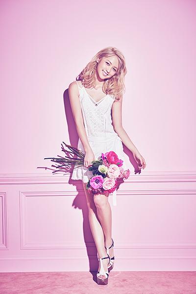 2015年には、シングル「ドレスを脱いだシンデレラ」をリリースし、E,girlsでは初のソロデビューを果たす。